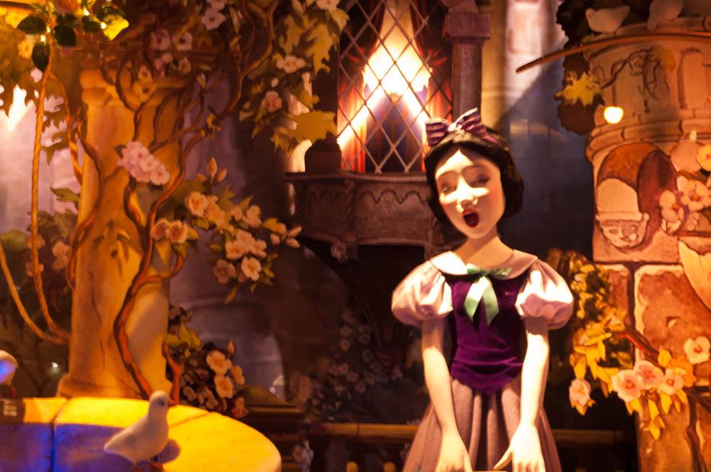 Snow White Window Display Saks Fifth Avenue