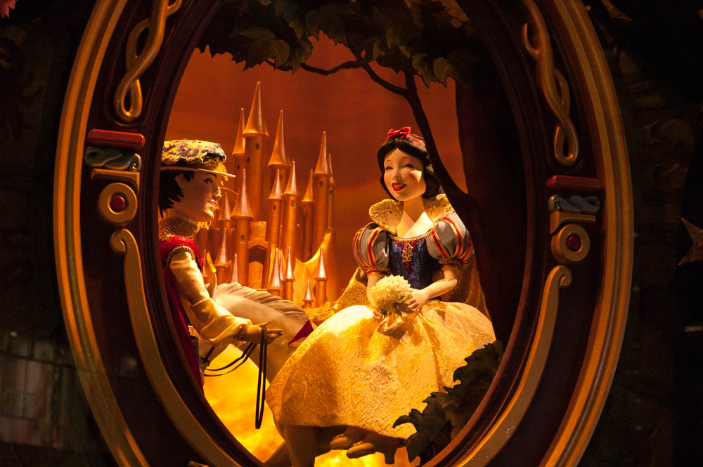 Snow White Sak's 5th Ave Window Display in New York