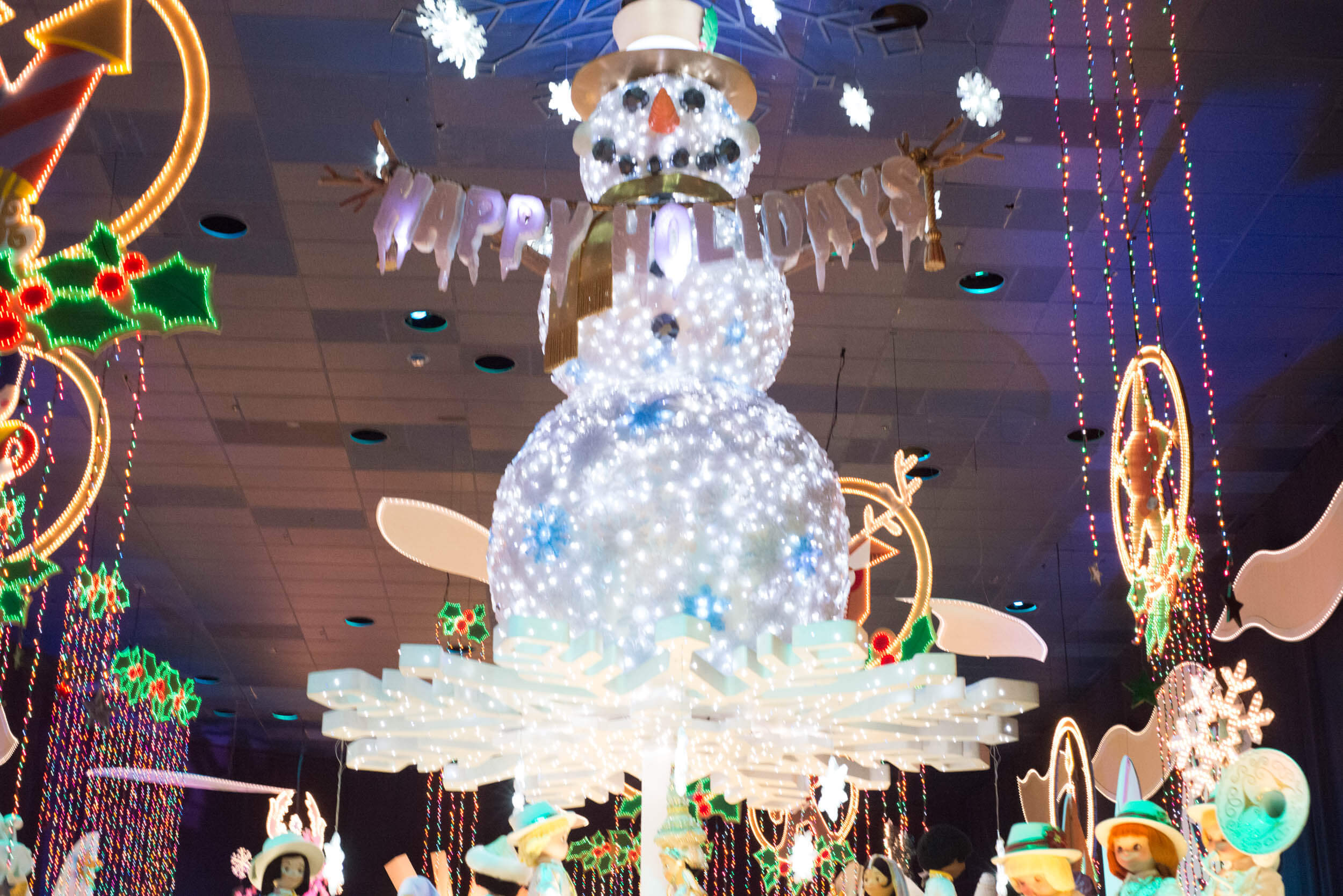 it's a small holiday overlay snowman - Disneyland